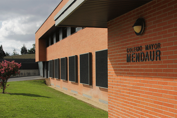 Mendaur-Instalaciones-Jardin_delantero